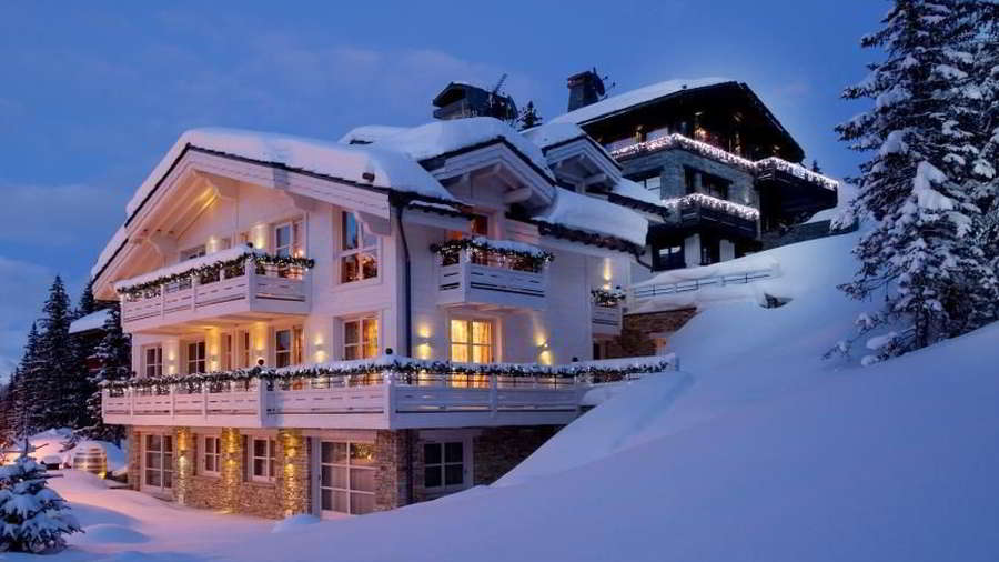 Night view on Luxury ski-in ski-out chalet White Pearl for 10 people to rent in Courchevel 1850 with In-Luxe Chalets France