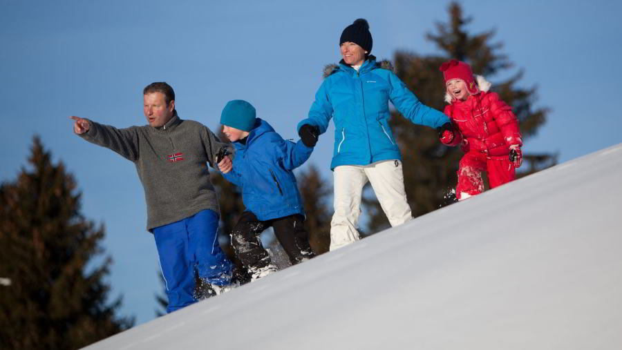Enjoy a snowshoeing excursion with your whole family to discover the Alpine countryside around Megève.